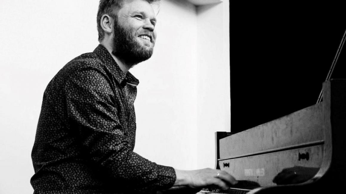 Jazzpianisten Heine Hansen giver koncert på KulturØen.